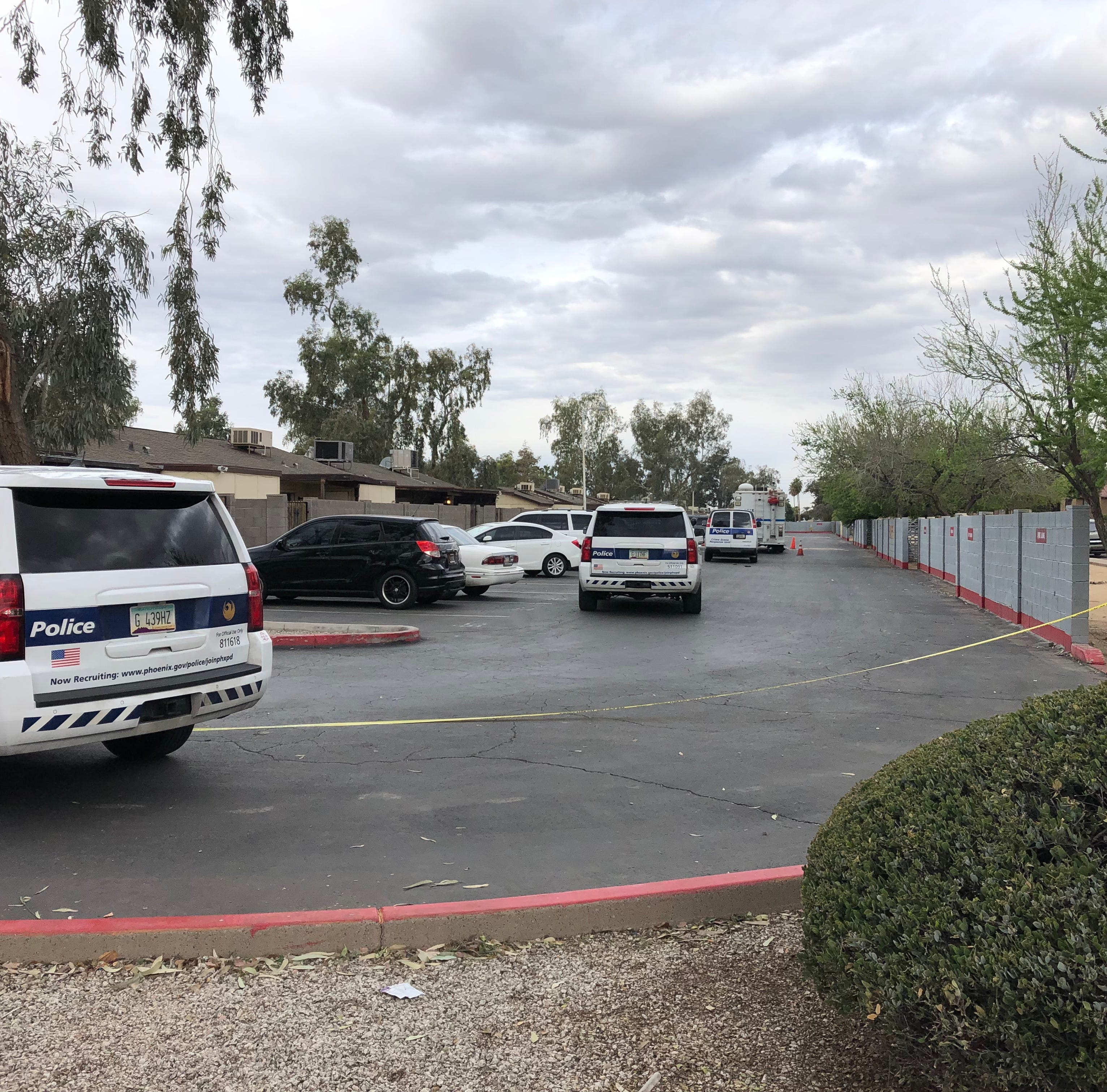 4 dead, suspect in custody after Phoenix shootings