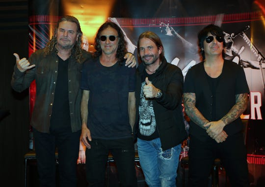 Los integrantes de la agrupación mexicana Mana, Fher Olvera (i), Juan Calleros (2i), Sergio Vallín (2d) y Alex González (d).