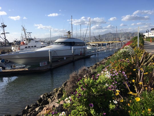 Ventura Harbor's general manager is leaving after 20 years. Some tenants would like to see a national recruitment take place to replace him.