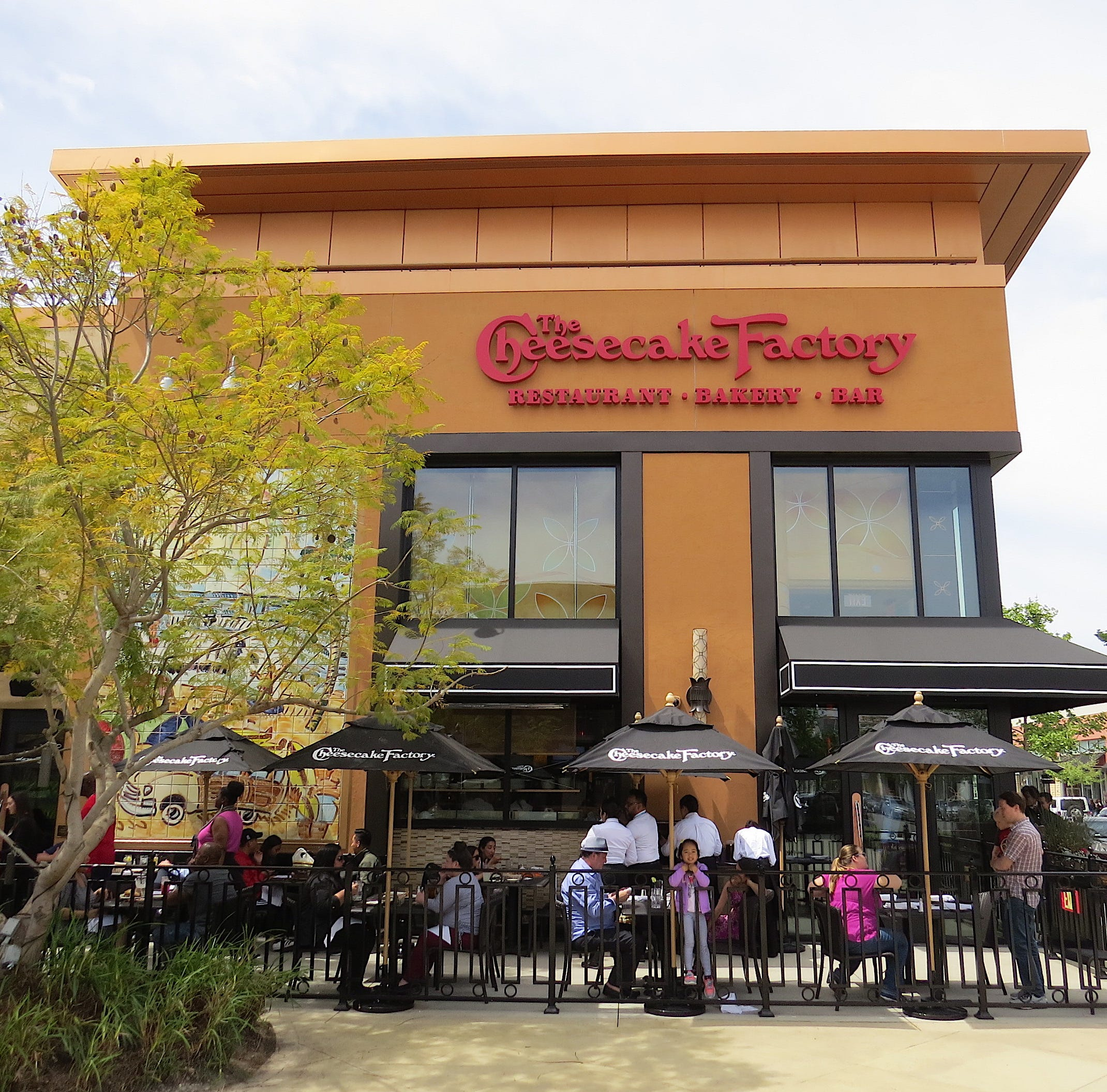 Open and shut: Cheesecake Factory offers sneak peek at Oxnard location