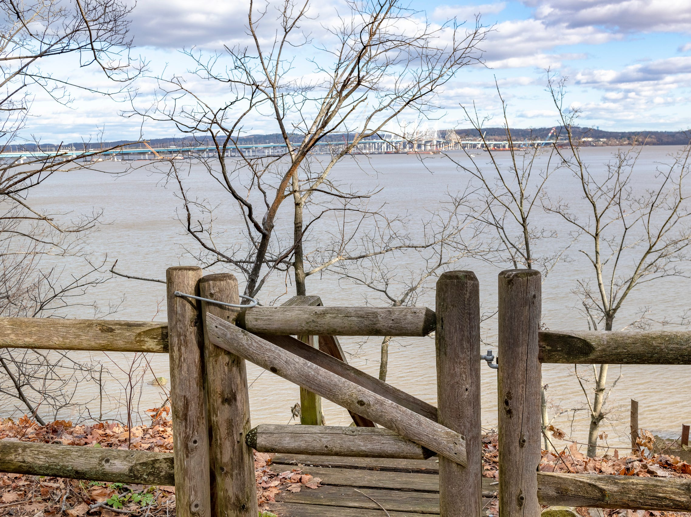 The property includes access to the Hudson River shoreline across River Road.