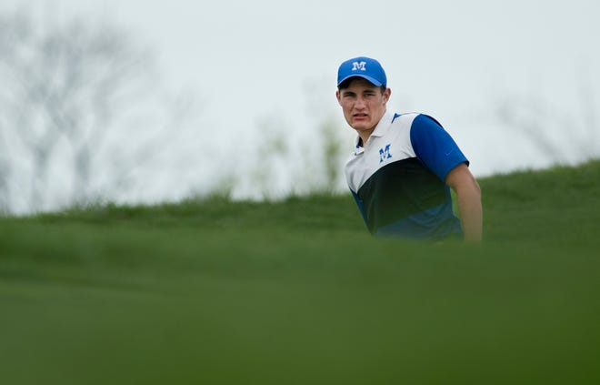 Memorial's Ben Hoagland lines up his shot for the 10th green at Victoria National Golf Club Saturday afternoon.