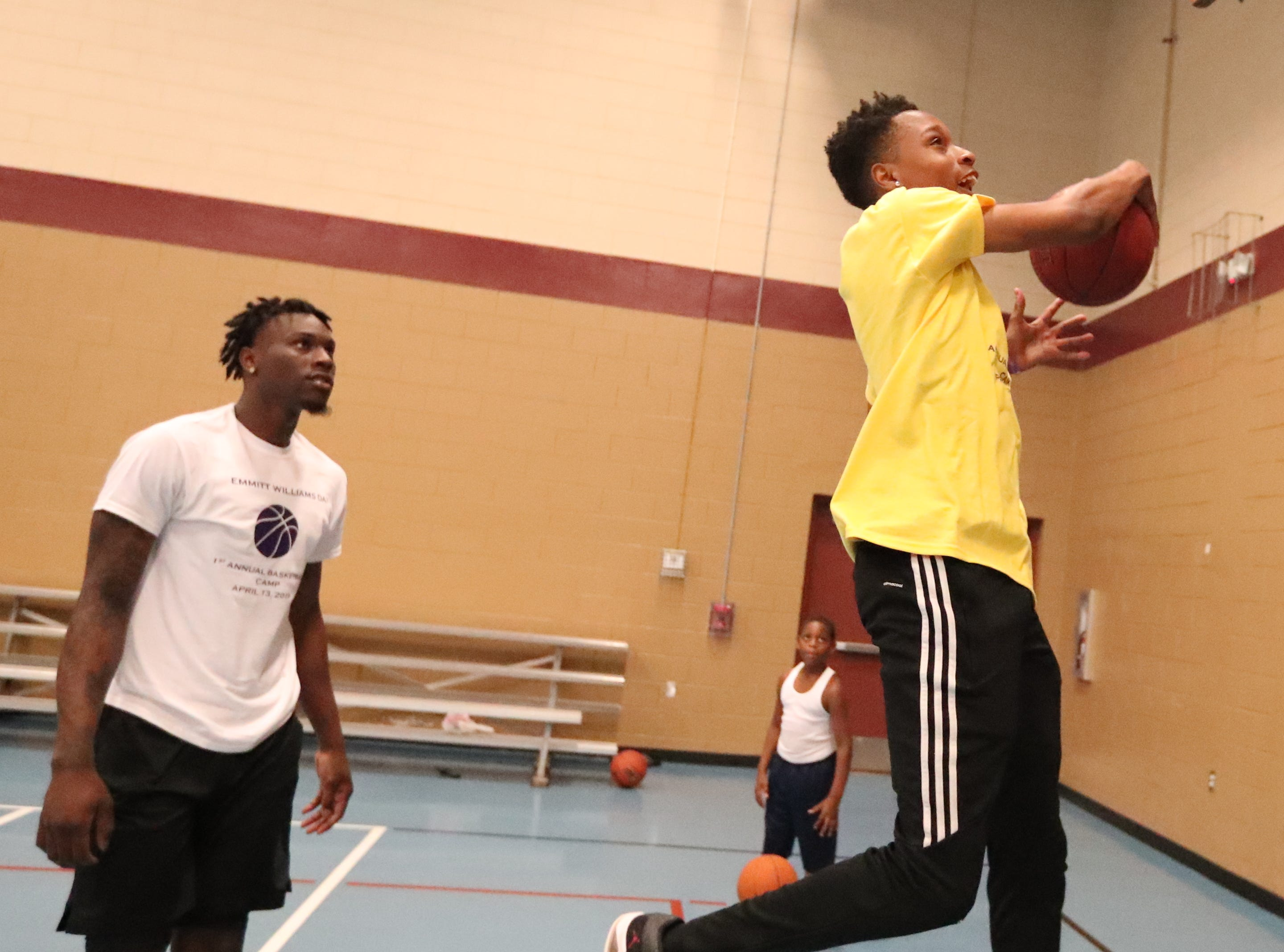 Emmitt Williams, a Fort Myers native who played at Lehigh his freshman year and just finished his freshman season at LSU, declared for the NBA Draft on Thursday night. Williams hosted a youth camp at the STARS Complex in Fort Myers, FL, on Saturday, April 13, 2019.