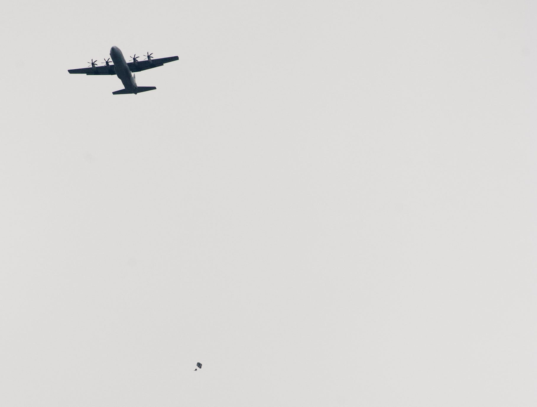 Kentucky Air National Guard's 123rd Airlift Wing flies a C-130 and Special tactics High Altitude Low Opening (HALO) air drop flies over the Ohio River dropping parachutists at the 2019 Thunder Over Louisville Air Show.13 April 2019