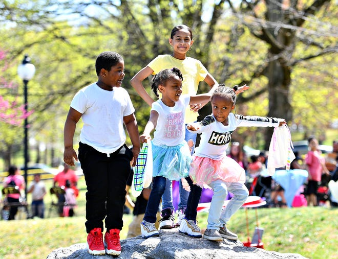 The 44th Annual York City Easter Egg Hunt at Kiwanis Lake in York City, Saturday, April 13, 2019. Dawn J. Sagert photo