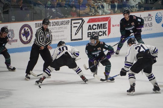 Carson Nichols (15) and the Shreveport Mudbugs looked to even their series with Lone Star on Saturday.
