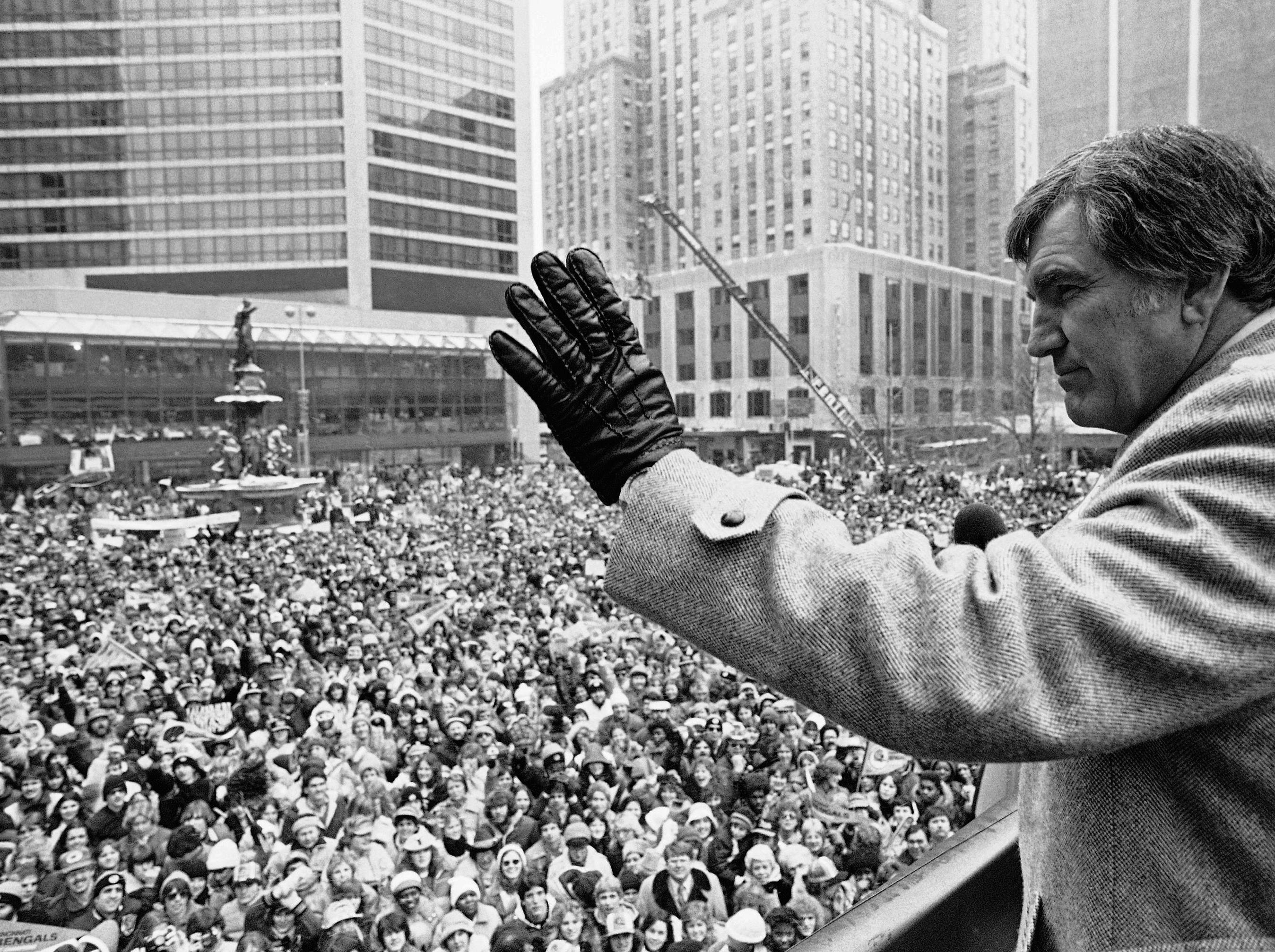 In this Jan. 25, 1982, file photo, Cincinnati Bengals head coach Forrest Gregg waves to the crowd in Cincinnati. The Bengals lost to the San Francisco 49ers in the Super Bowl the day before. The Pro Football Hall of Fame says Green Bay Packers great Forrest Gregg has died. He was 85. The Hall did not disclose details about his death in its statement Friday, April 12, 2019.