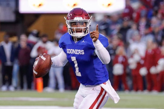 Jalen Hurts made his Oklahoma debut on the field during the team's annual spring game.