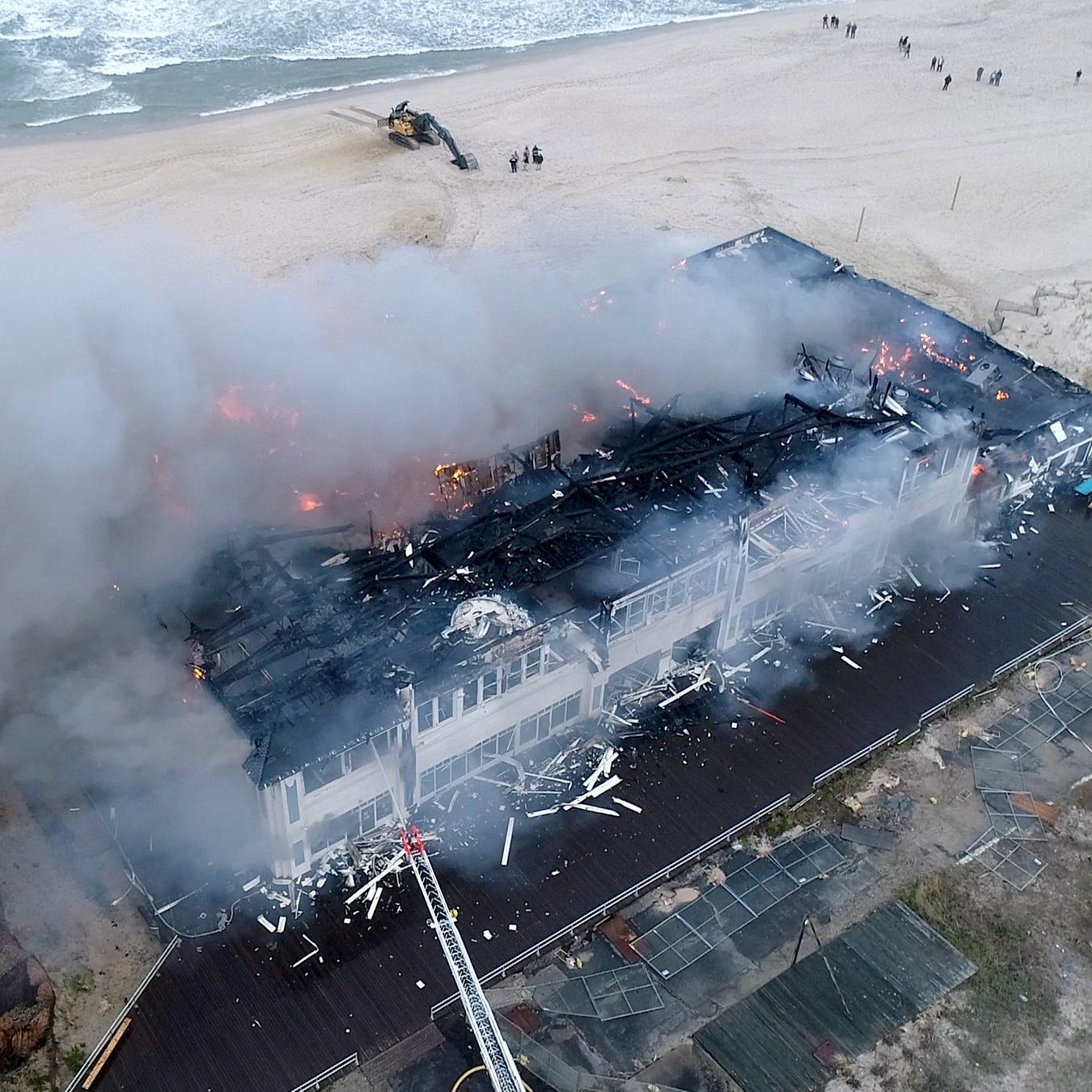 Ocean Grove fire breaks out at Dunes Boardwalk Cafe: 'The whole thing is going to go'