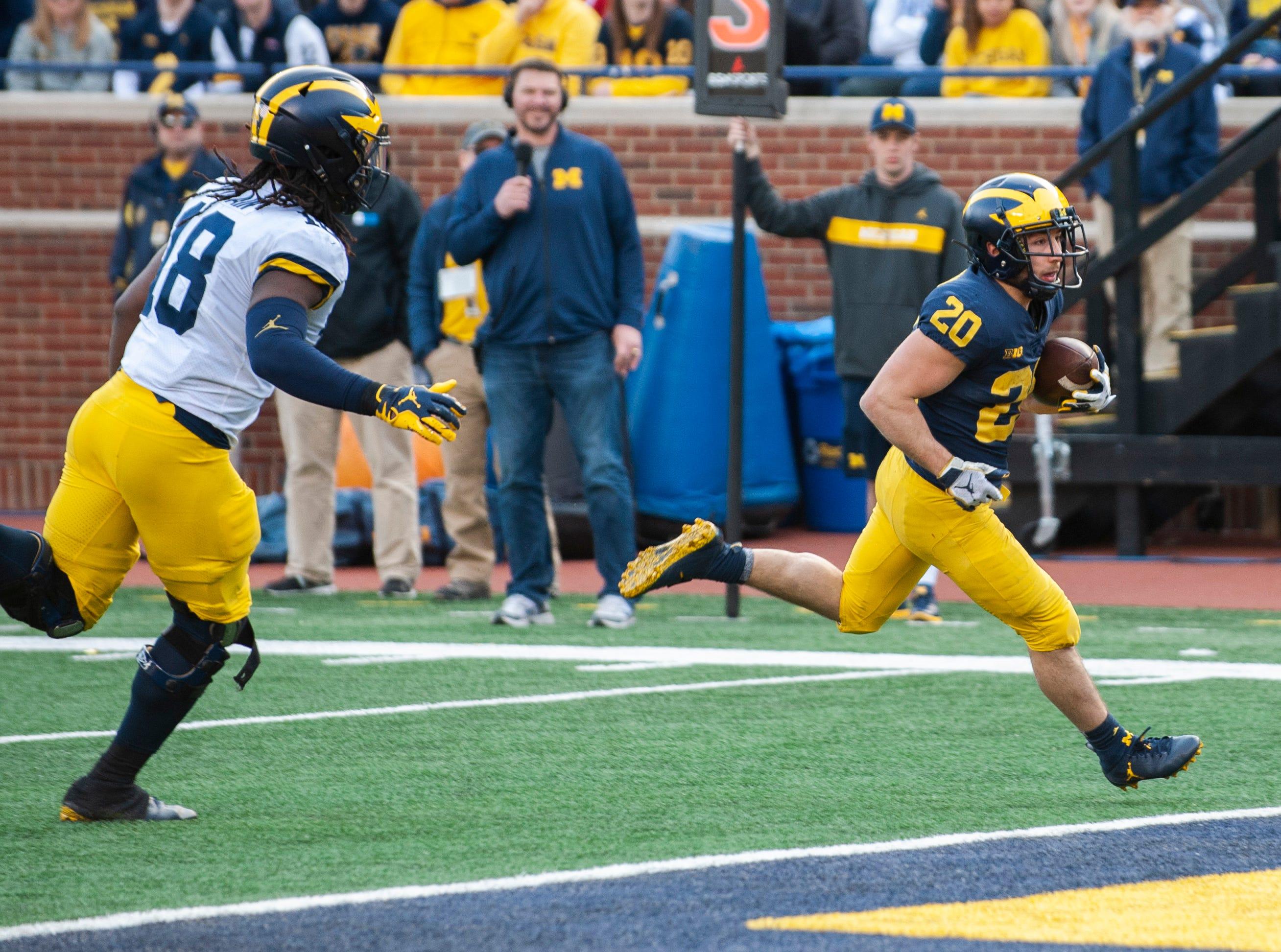 Michigan RB Nicholas Capatina scores a rushing touchdown.