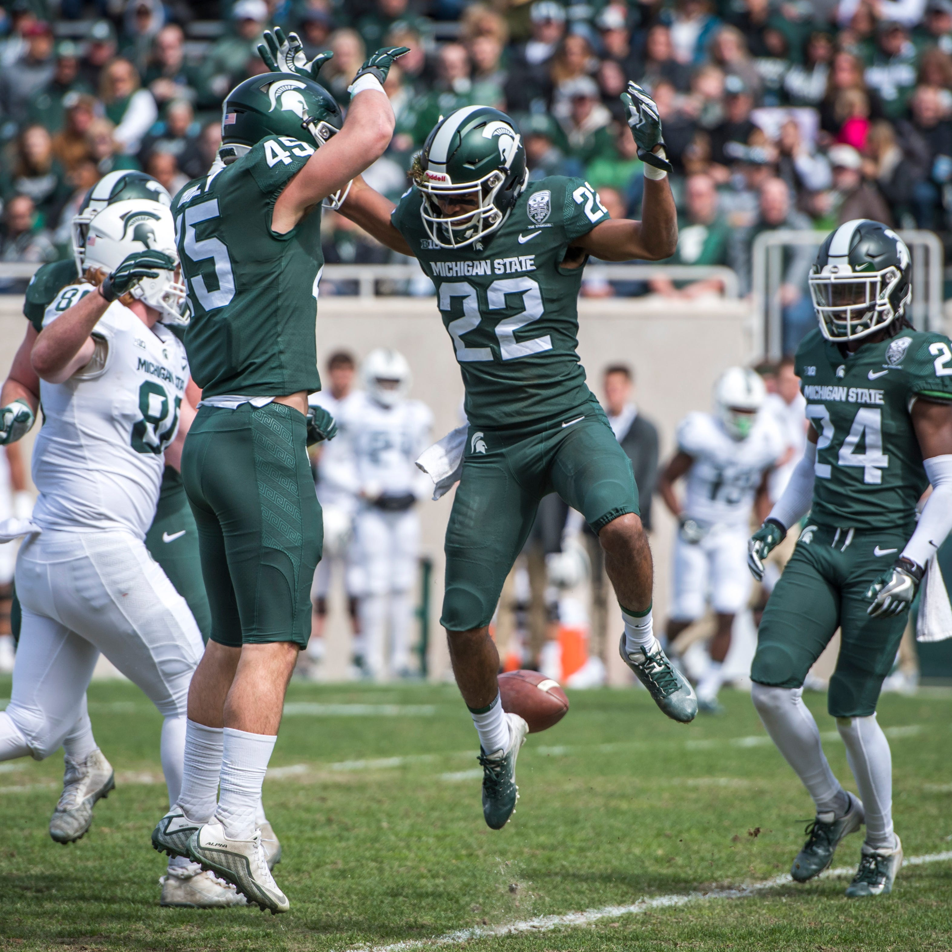 Short-handed Michigan State defense flexes its muscle in Green-White game