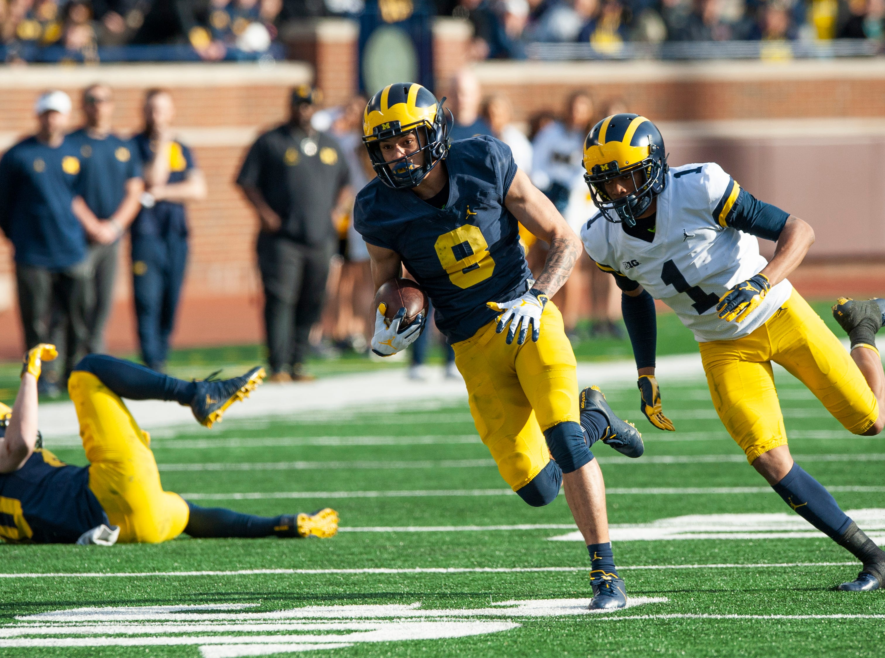 Michigan WR Ronnie Bell eludes DB Ambry Thomas on his way to the end zone with a touchdown reception.
