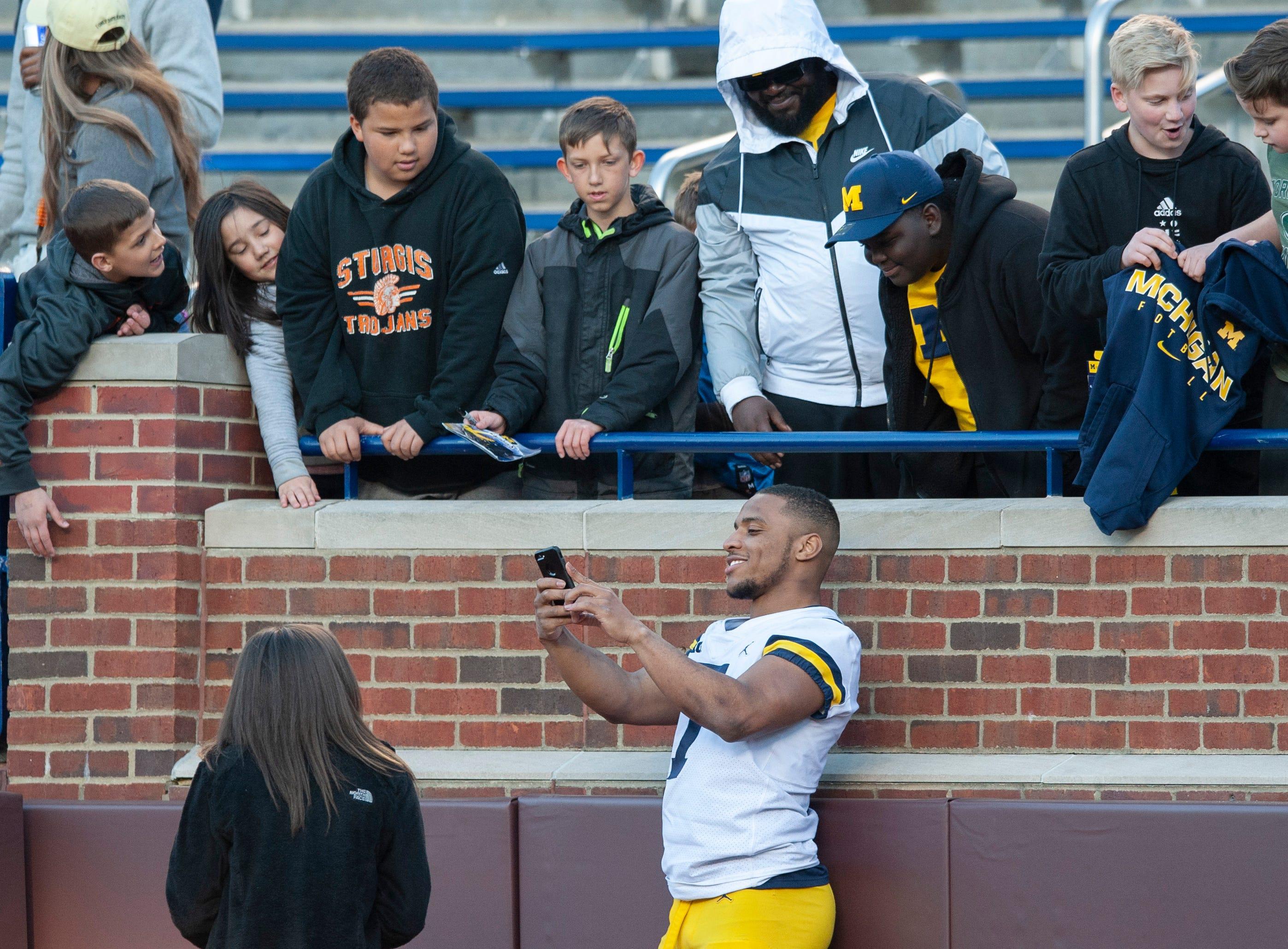 Michigan LB Khaleke Hudson takes a selfie with fans.  *** University of Michigan football spring game at Michigan Stadium in Ann Arbor on Saturday, April 13, 2019. (John T. Greilick, The Detroit News)