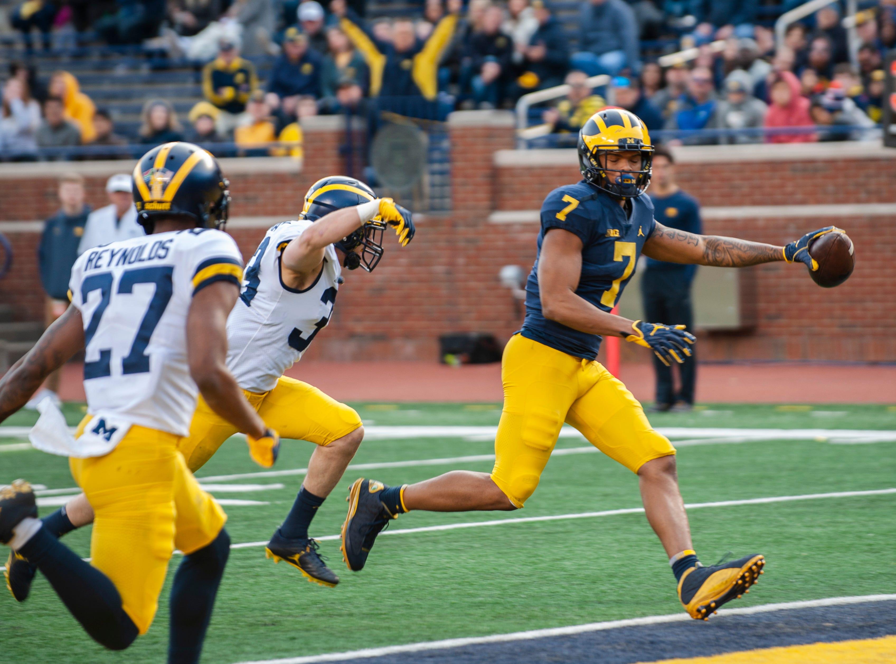 Michigan WR Tarik Black scores on a touchdown reception.