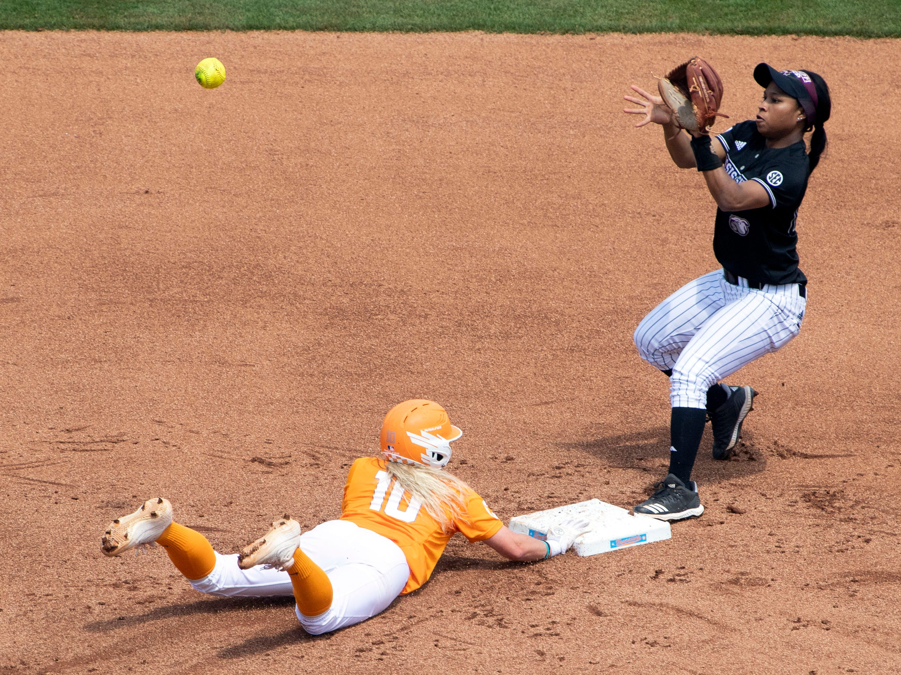 Tennessee's Aubrey Leach (10) returns safely to second base in the game against Mississippi State at Sherri Parker Lee Stadium on Sunday, April 14, 2019.