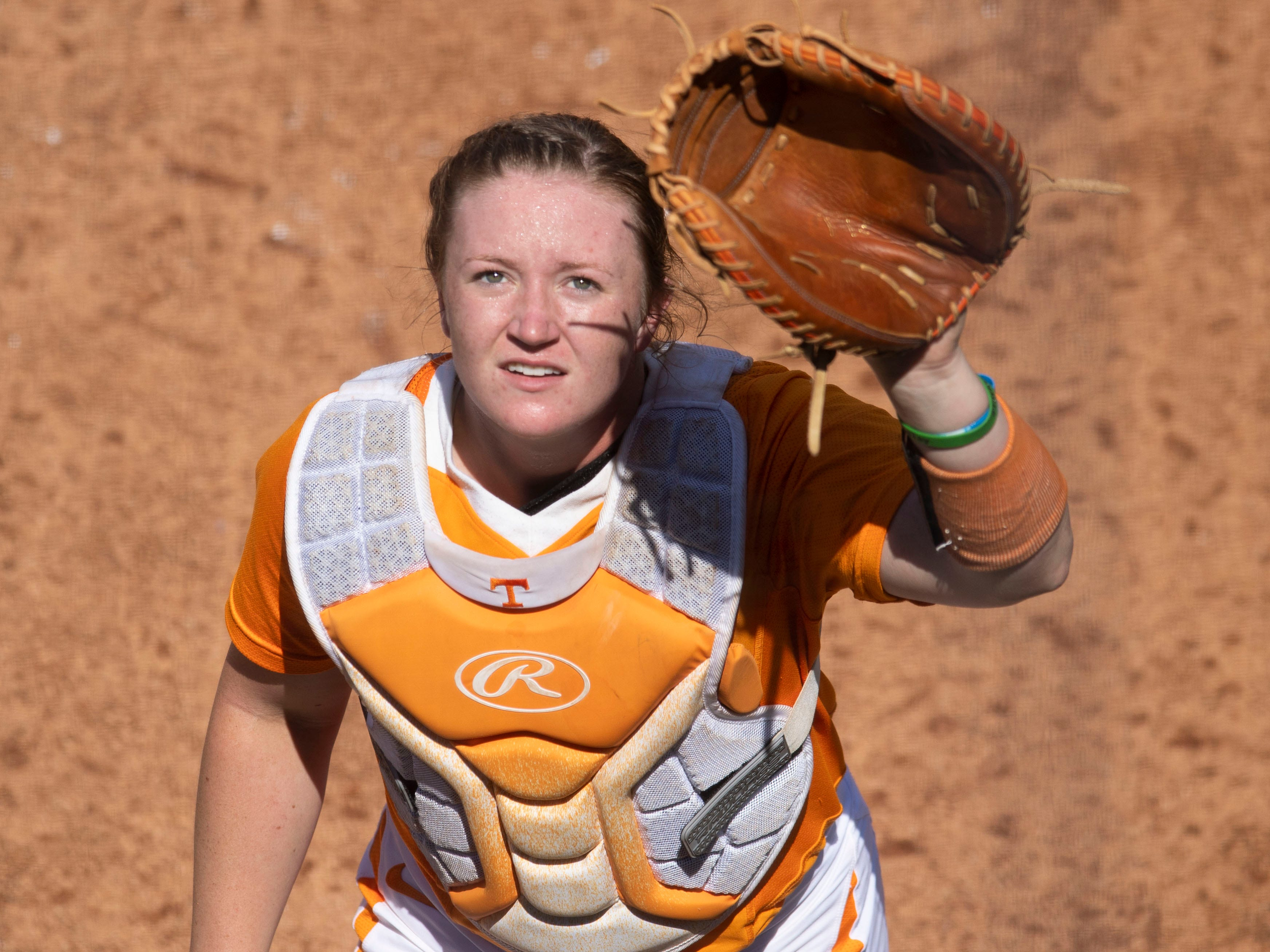 Tennessee catcher Kaili Phillips (8) looks for a foul ball in the game against Mississippi State at Sherri Parker Lee Stadium on Sunday, April 14, 2019.