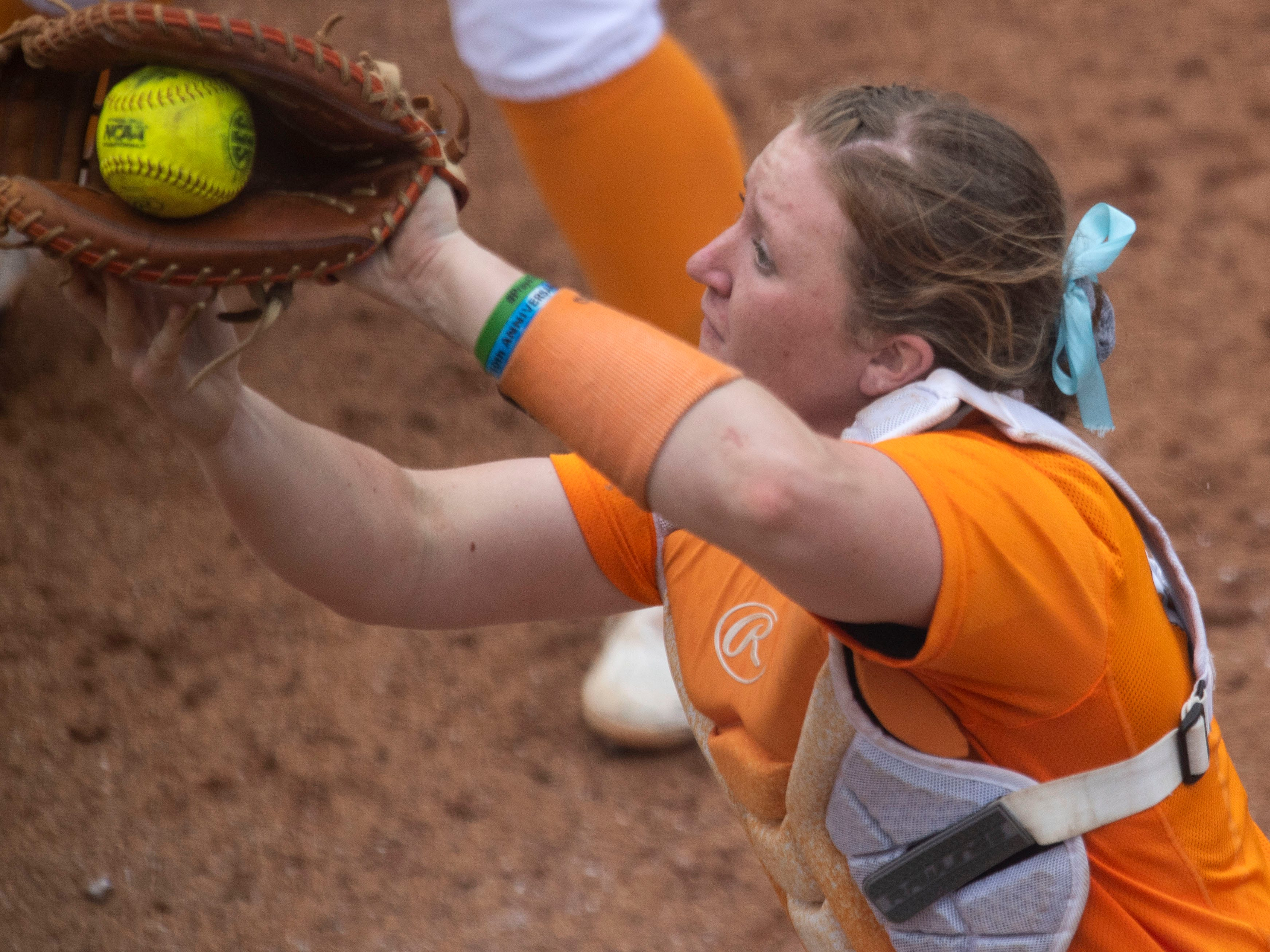Tennessee's Kaili Phillips (8) catches a foul ball for an out against Mississippi State at Sherri Parker Lee Stadium on Sunday, April 14, 2019.
