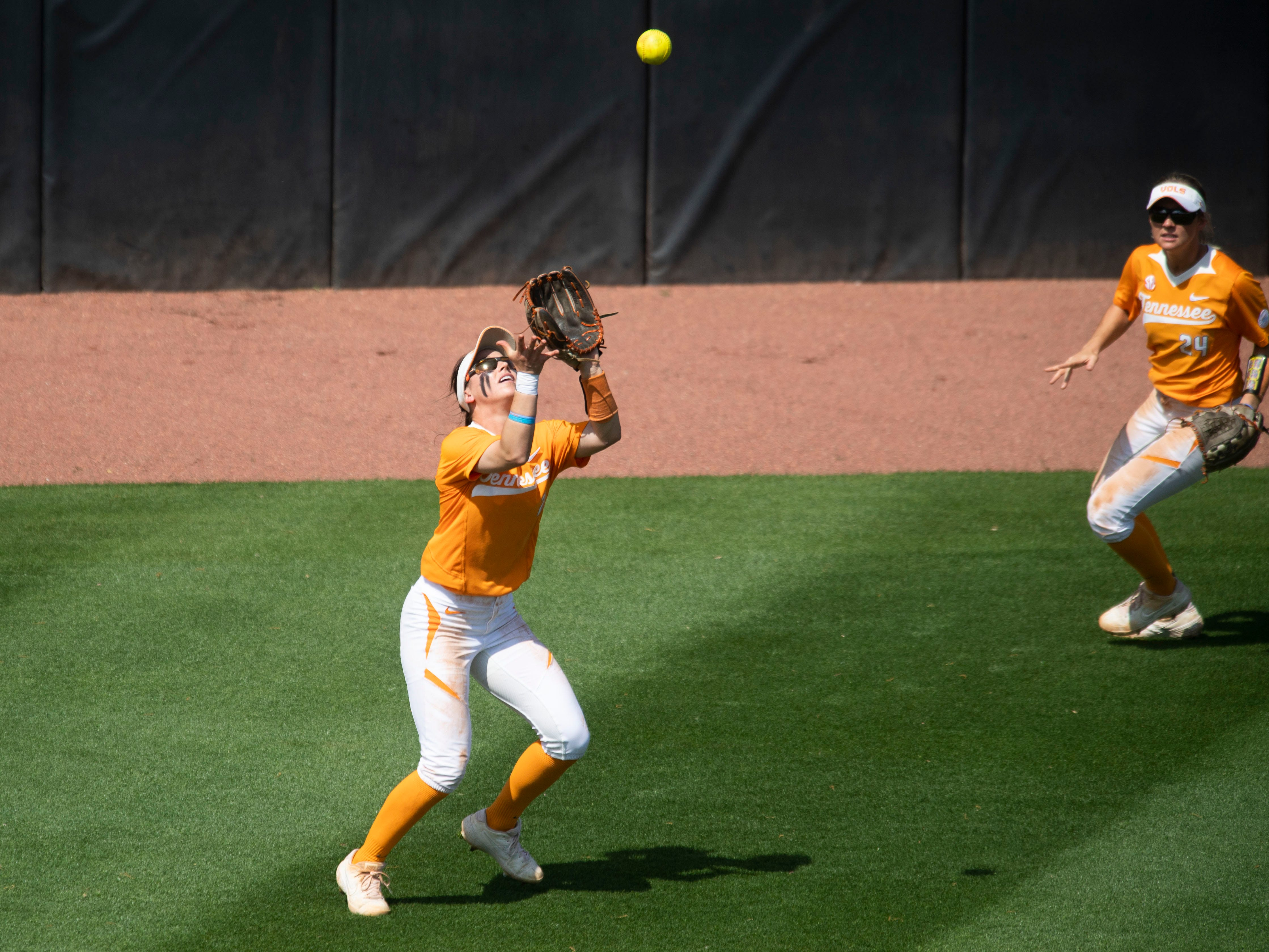 Tennessee's Jenna Holcomb (2) catches a fly ball in the game against Mississippi State at Sherri Parker Lee Stadium on Sunday, April 14, 2019.