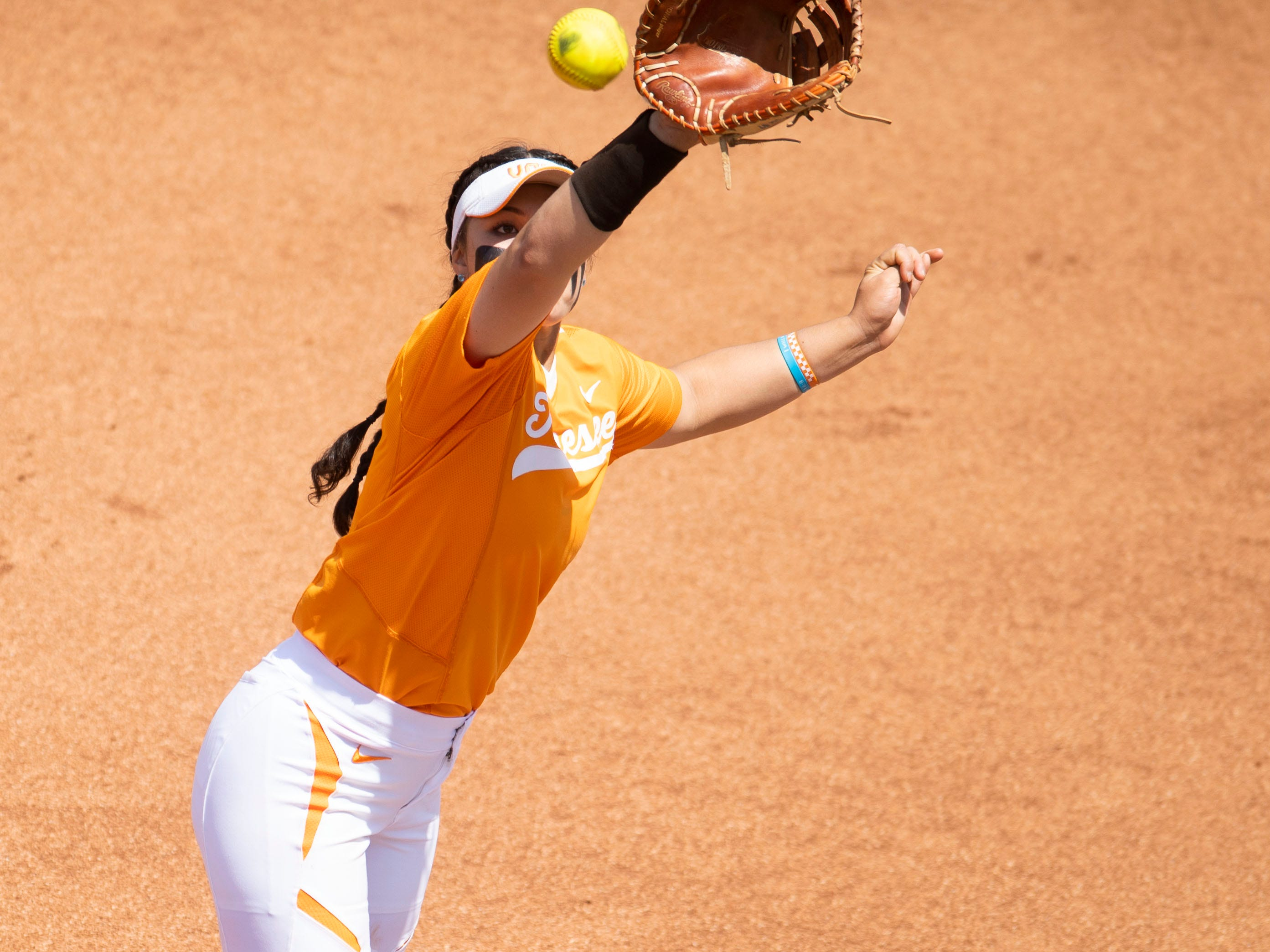 Tennessee's Ashley Morgan (7) naps the line drive for an out in the third game of the series against Mississippi State at Sherri Parker Lee Stadium on Sunday, April 14, 2019.