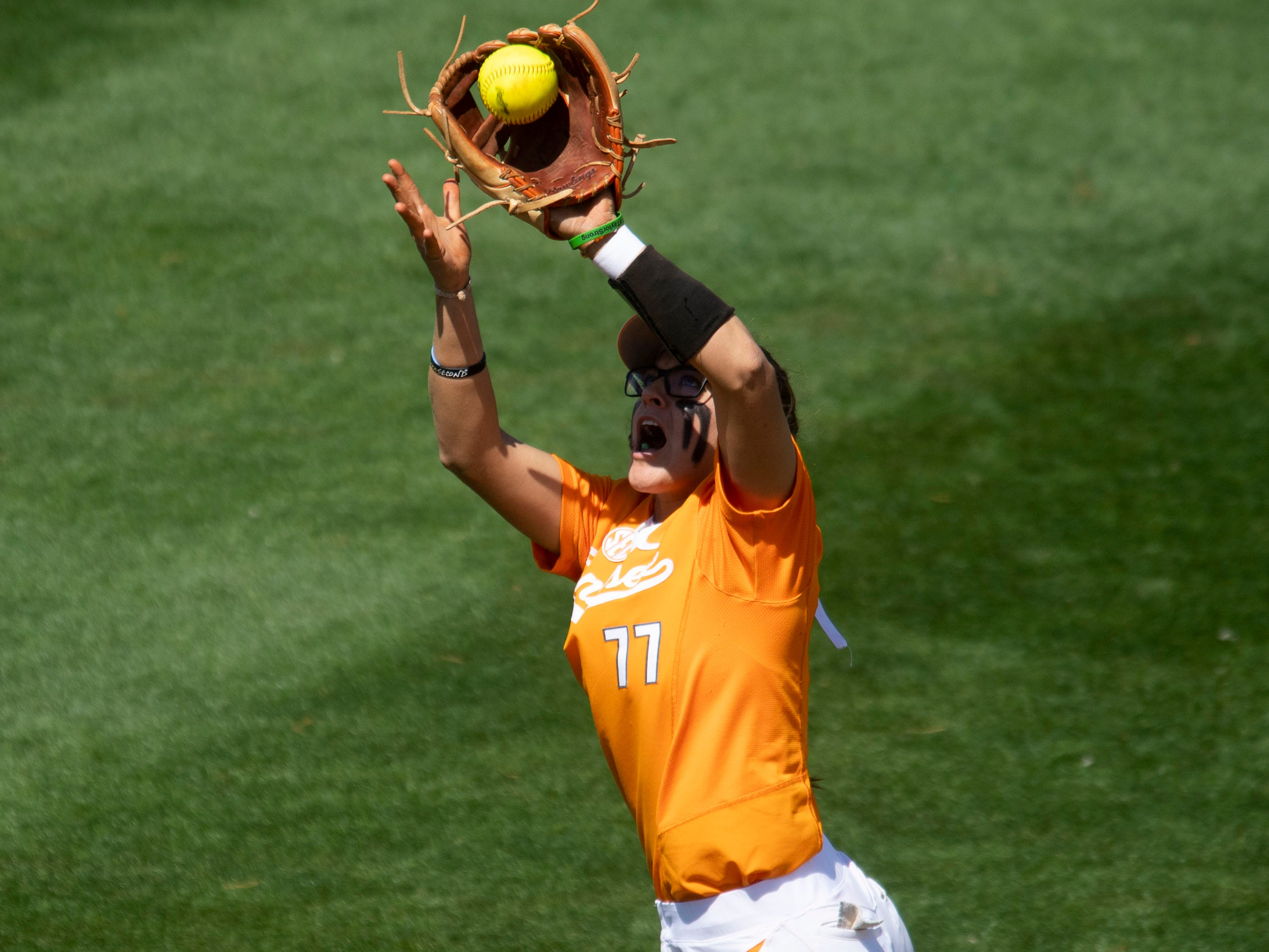 Tennessee's Gracie Osbron (77) catches a fly ball in the game against Mississippi State at Sherri Parker Lee Stadium on Sunday, April 14, 2019.