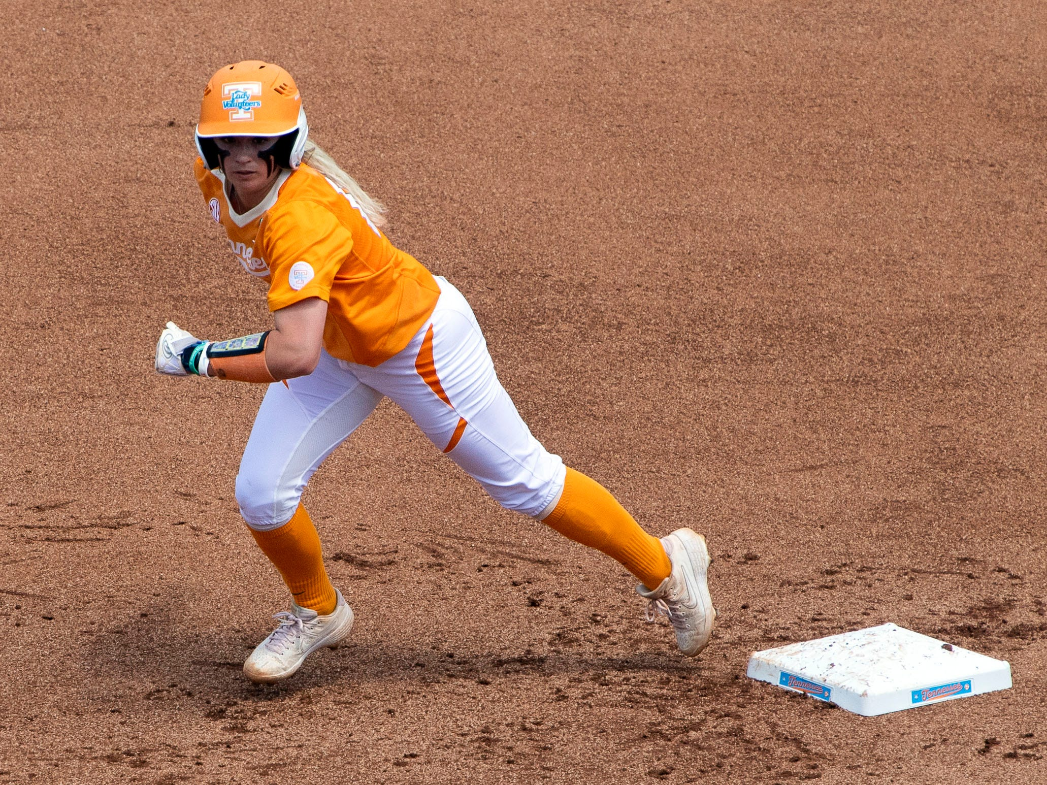 Tennessee's Aubrey Leach (10) moves towards third base in the game against Mississippi State at Sherri Parker Lee Stadium on Sunday, April 14, 2019.