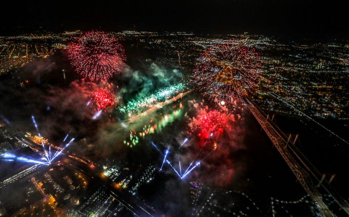 Fireworks light up Louisville and southern Indiana as Thunder Over Louisville kicks off the Kentucky Derby Festival.