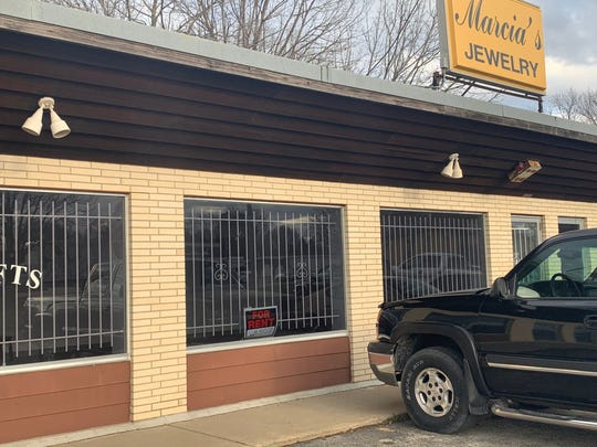 """The east-side Des Moines storefront that used to be Marcia's Jewelry on Thursday, April 18, 2019. A new tenant took over the building but quickly left in April. The storefront is now empty. The property owner George """"Michael"""" Clayton did not answer questions about the location or its possible connection to a shooting in the area."""