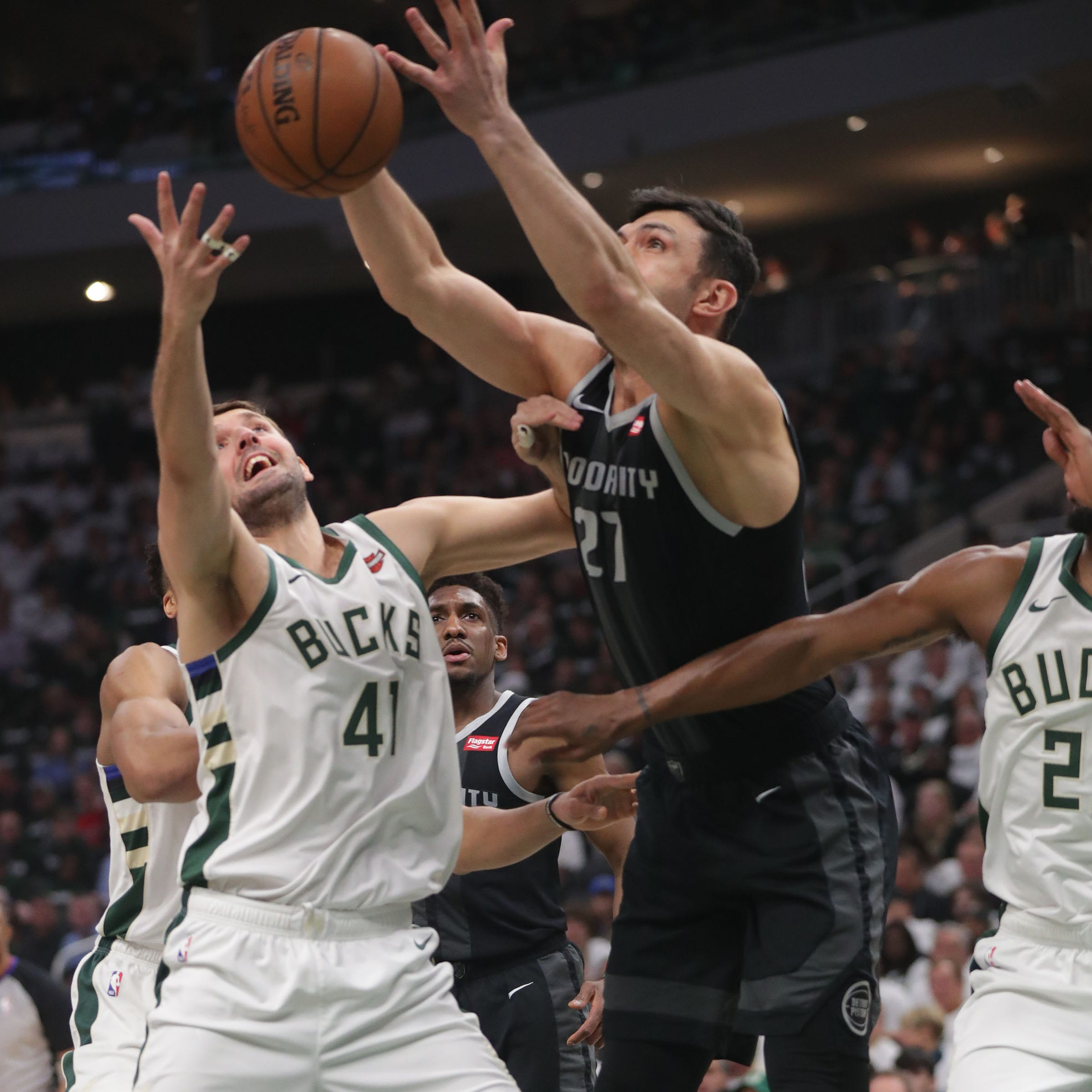 Bucks forward Nikola Mirotic confident in his shot after thumb injury