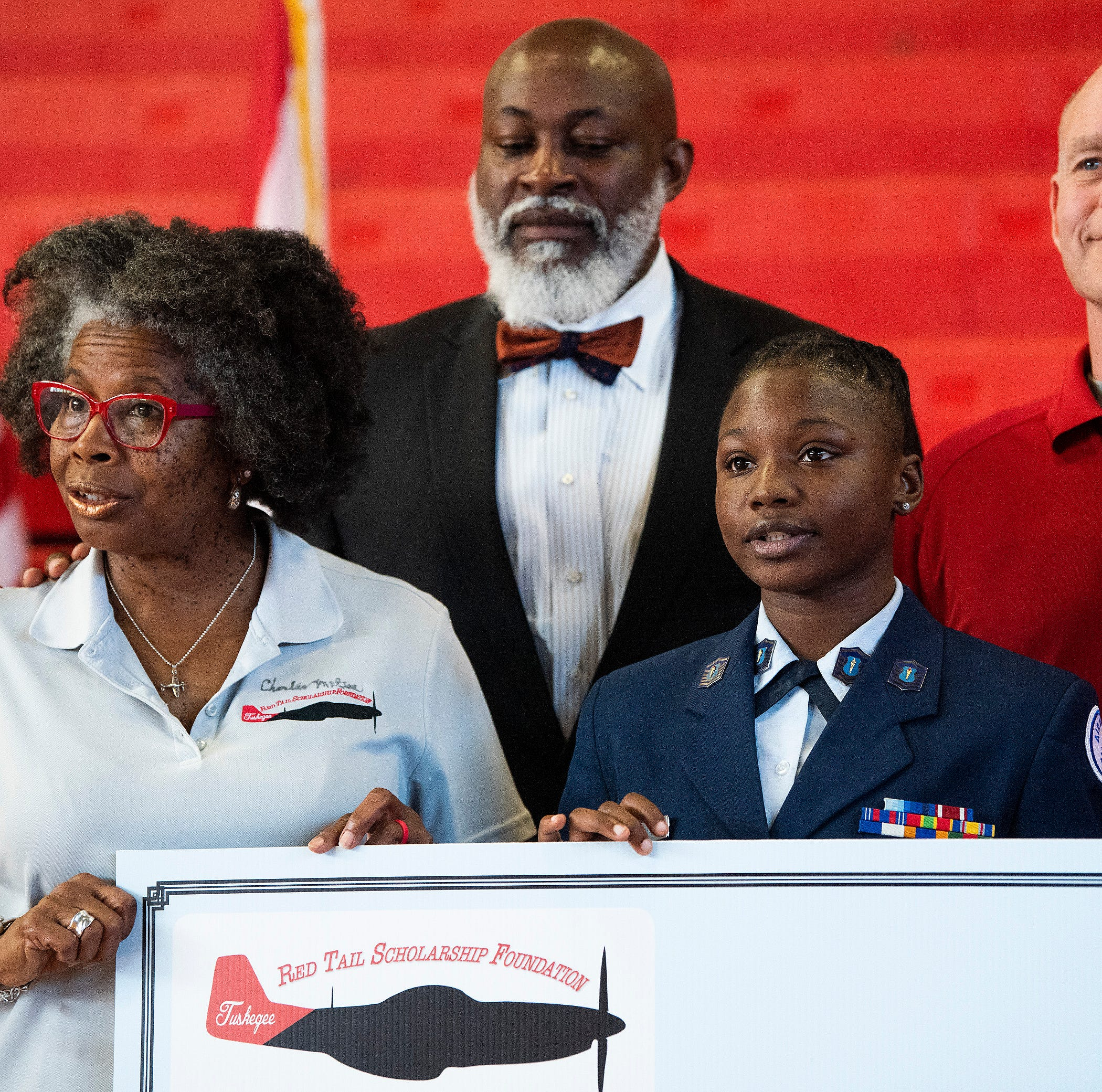 Two Montgomery seniors receive scholarship for private pilot license