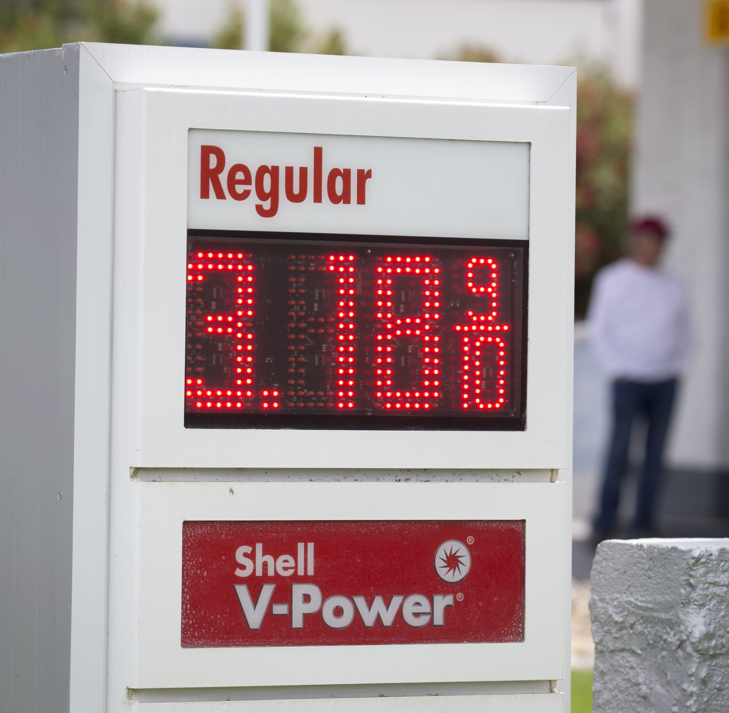 Gas price hits $3 a gallon in Phoenix and is expected to keep rising