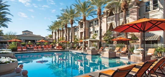Sonesta Suites Scottsdale Gainey Ranch's oasis-like pool and the Terrace Bar keep guests cool and refreshed all summer long.