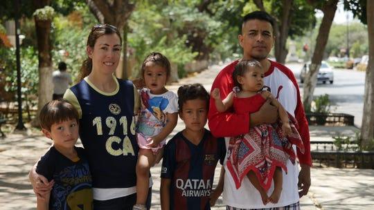 "Integrantes de la familia Pérez durante una escena del documental ""Marcos Doesn't Live Here Anymore"" (Marcos ya no vive aquí)."