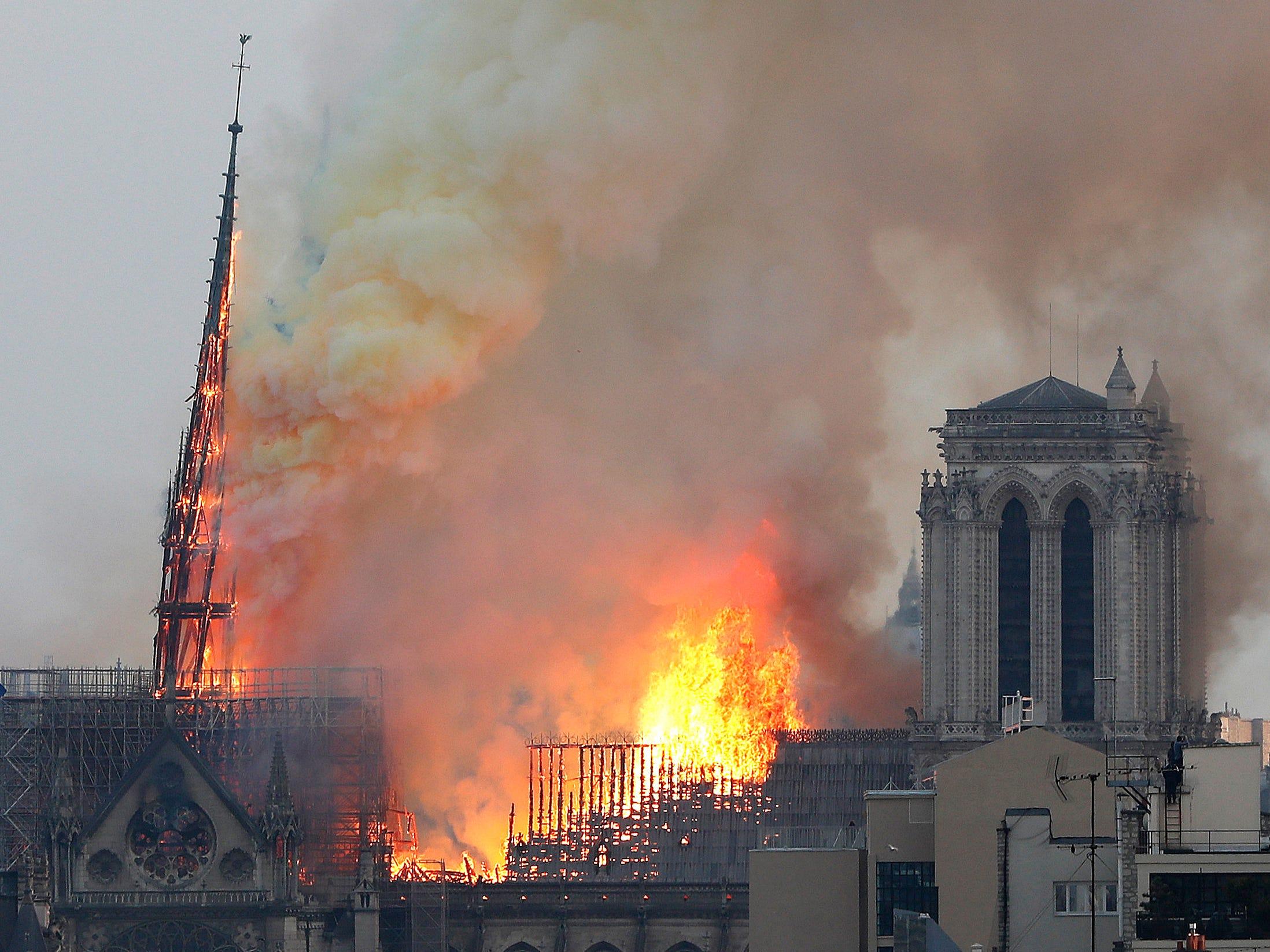 La alcaldesa informó también que la alcaldía está en contacto con la diócesis de París para actualizarle sobre los acontecimientos.