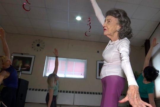 Tao Porchon-Lynch cumplirá 101 años en agosto.