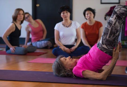 La flexibilidad de Todo Porchon-Lynch es increíble para una mujer de eu edad.