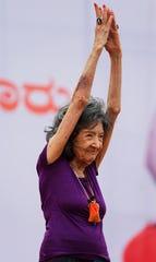 Tao Porchon-Lynch dice que la respiración es la clave de su longevidad.