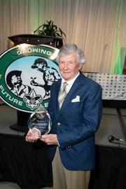 Bill Ramsey with his award.