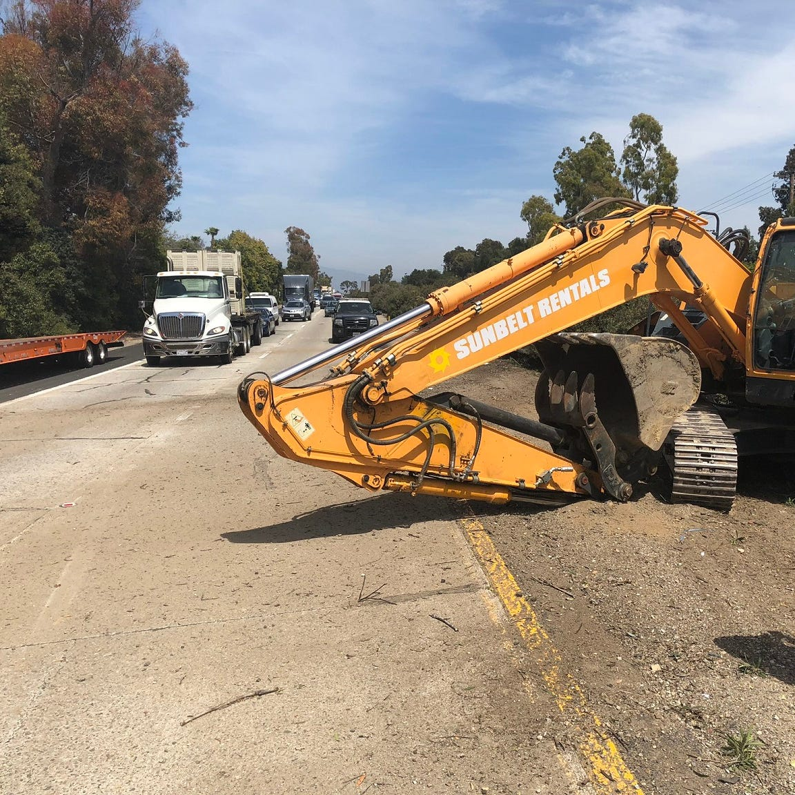 Lanes reopen on westbound Highway 126 in Ventura after big rig loses load