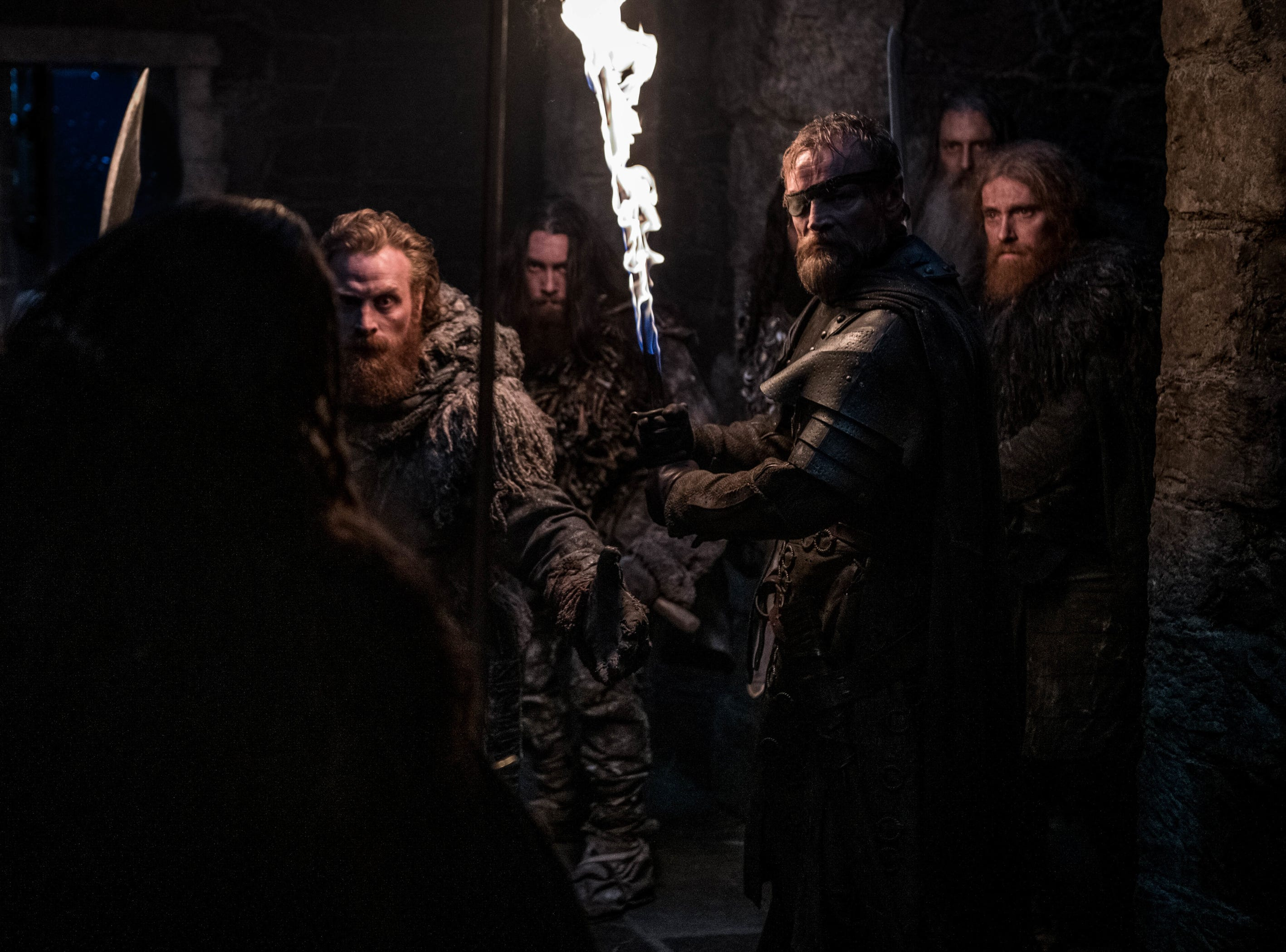 Tormund (Kristofer Hivju) and Beric Dondarrion (Richard Dormer) investigate.