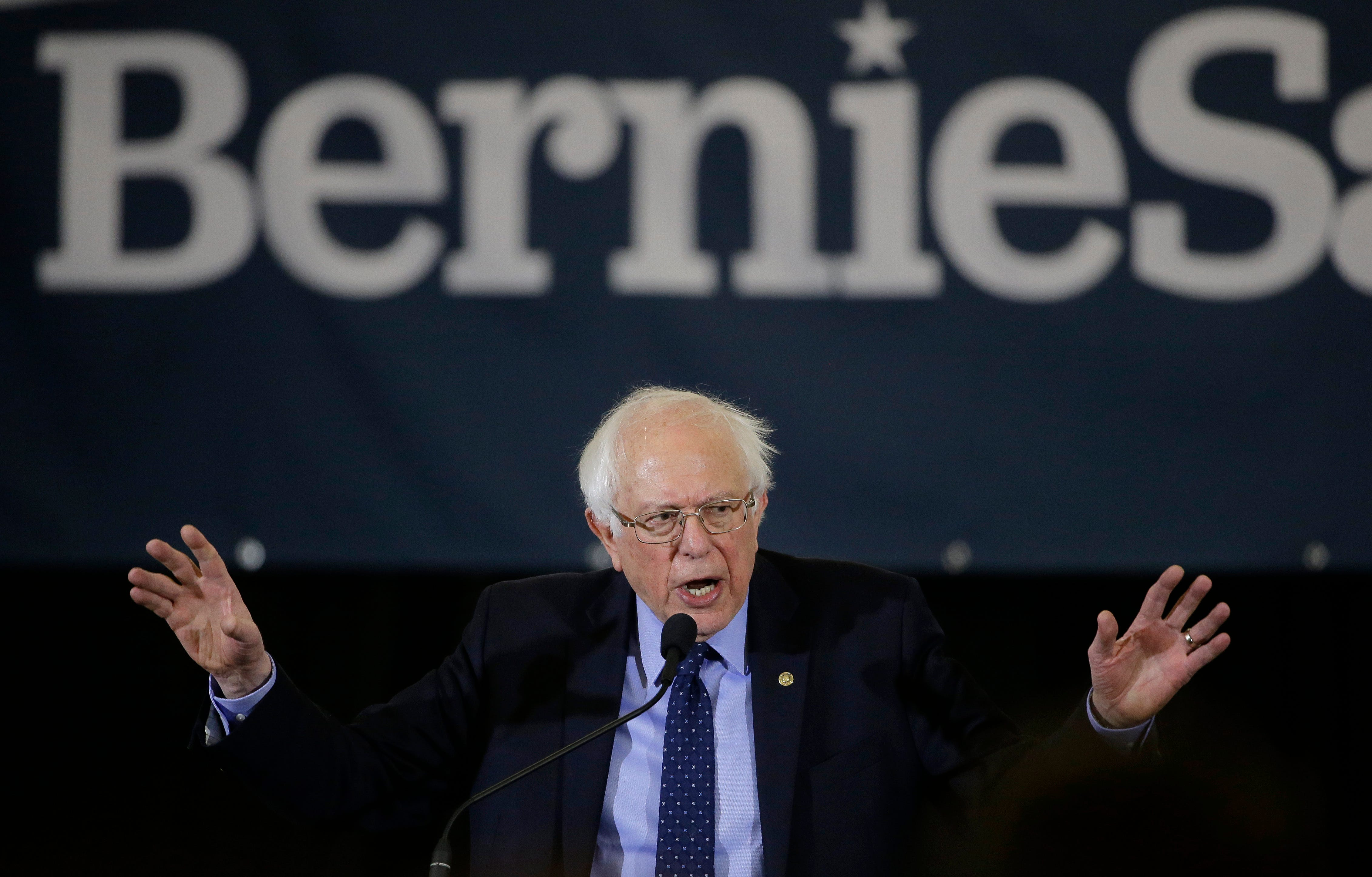 Donald Trump attacks Bernie Sanders' tax returns, makes 2020 election prediction