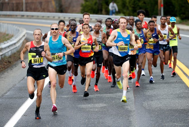 Dathan Ritzenhein (USA) and Jared Ward (USA) lead the pack at 15k during the 2019 Boston Marathon.