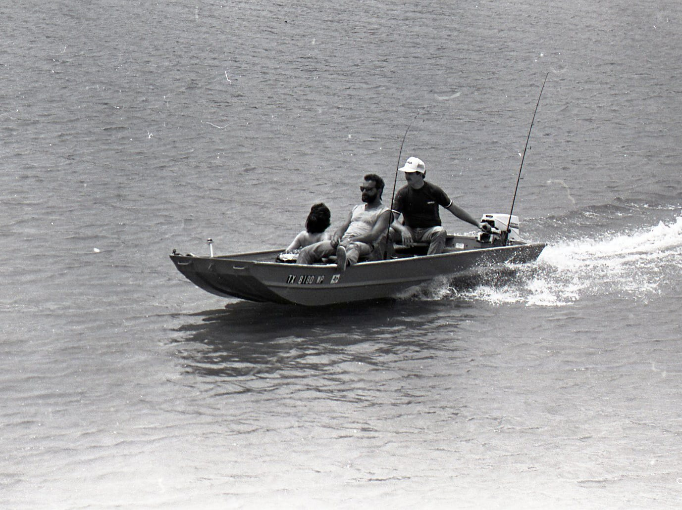 Boaters enjoy the day on the Nueces River at Nueces River Park in Corpus Christi on Easter Sunday, April 19, 1987.