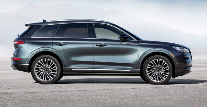 Lincoln Motor Co. will introducehere Wednesday an all-new compact SUV geared toward bringing new customers into the brand.