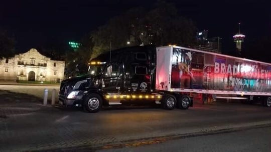 The truck and trailer that Jimmy Thomas drives for Brad Paisley