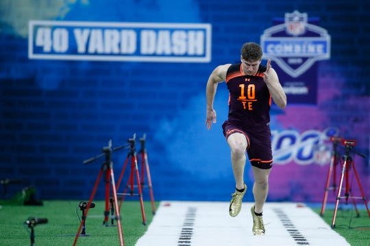 Mar 2, 2019; Indianapolis, IN, USA; Louisiana State tight end Foster Moreau (TE10) runs the 40 yard dash during the 2019 NFL Combine at Lucas Oil Stadium. Mandatory Credit: Brian Spurlock-USA TODAY Sports