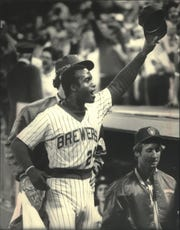 Ben Oglivie tipped his hat to the crowd after a game-winning home run in 1983.