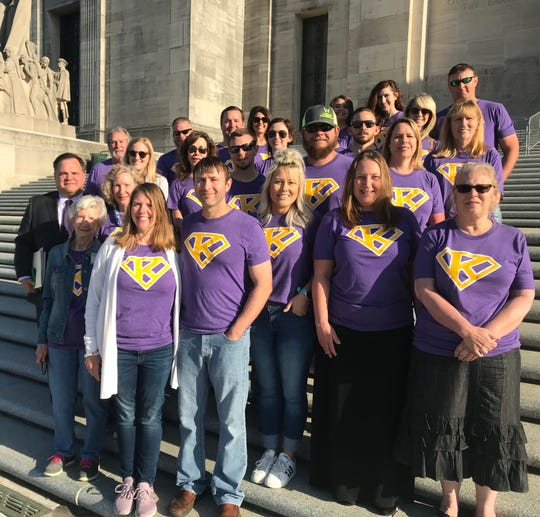 Morgan and Kirk Grantham (bottom left, front) lead Team Katie Bug on the Louisiana Capitol steps.