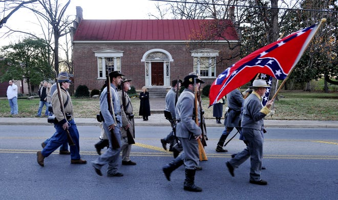 Confederate reenactors and descendants march from Winstead Hill to Carter House on Nov. 28, 2010, to commemorate the Battle of Franklin.