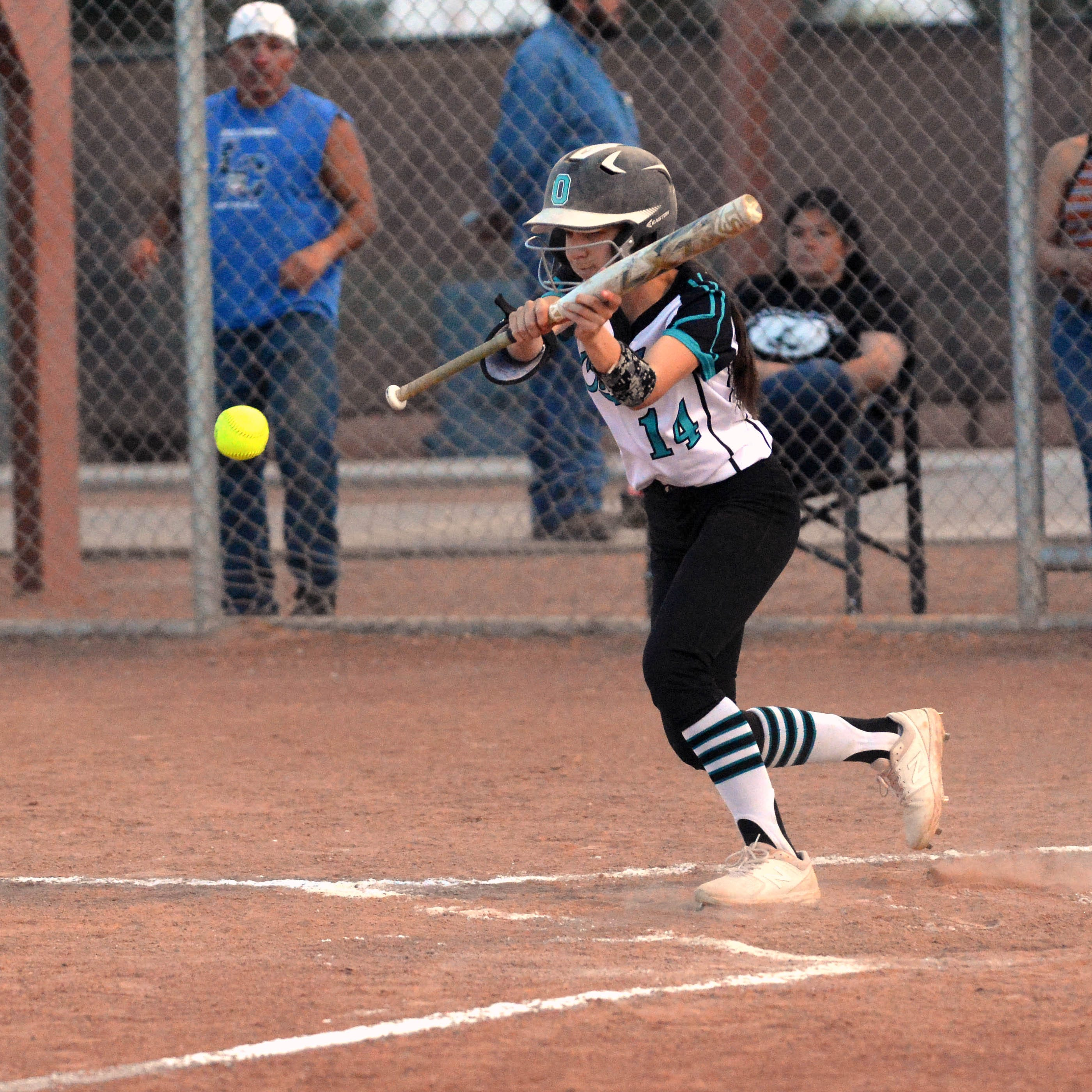 Oñate softball takes first game from Las Cruces