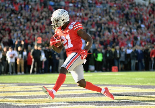 Ohio State Buckeyes wide receiver Parris Campbell (21) scores against Washington in the Rose Bowl.